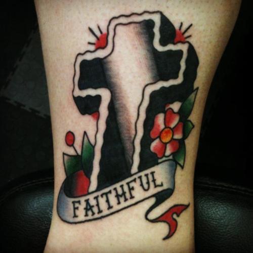 Tatuagens de cruzes e símbolos cristãos (12)