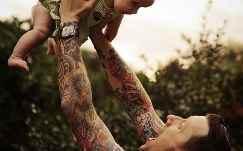 Papais e Mamães Tatuados com seus filhos (101)