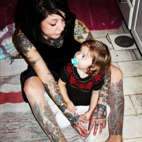 Papais e Mamães Tatuados com seus filhos (99)