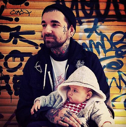 Papais e Mamães Tatuados com seus filhos (98)