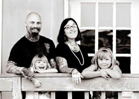 Papais e Mamães Tatuados com seus filhos (27)