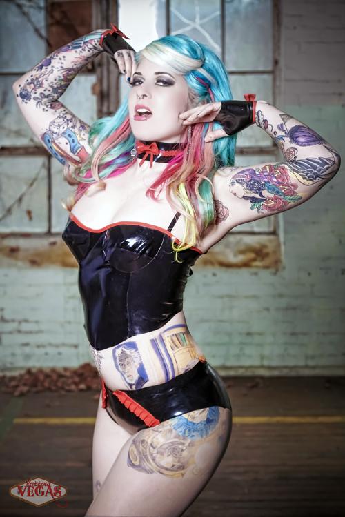 Tattooed Girls (20)
