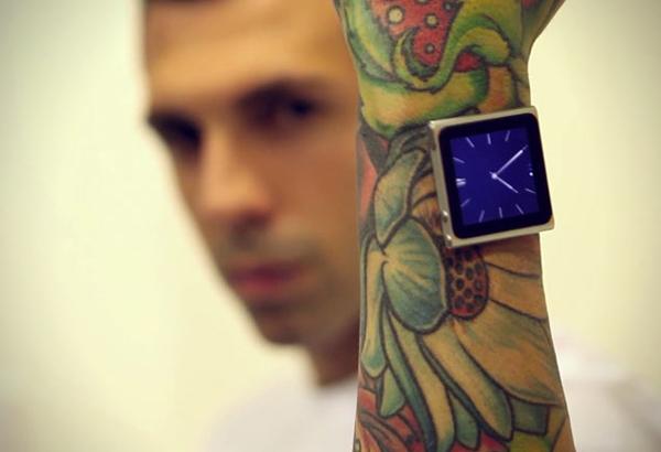 Tatuador implanta iPod no pulso (5)
