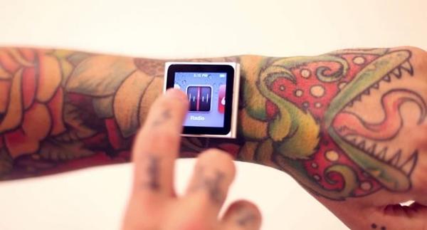 Tatuador implanta iPod no pulso (1)