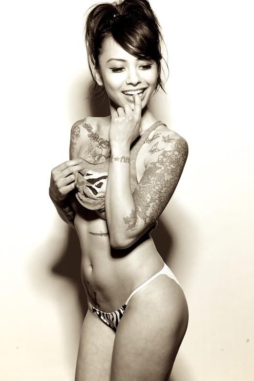 Fotos de lindas mulheres tatuadas (74)