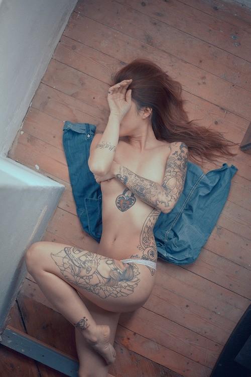 Fotos de lindas mulheres tatuadas (41)