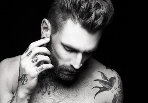 70 Fotos de homens tatuados e modificados (23)