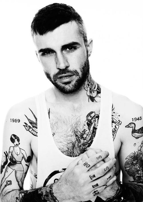 70 Fotos de homens tatuados e modificados (19)