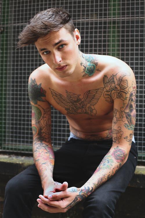 70 Fotos de homens tatuados e modificados (15)