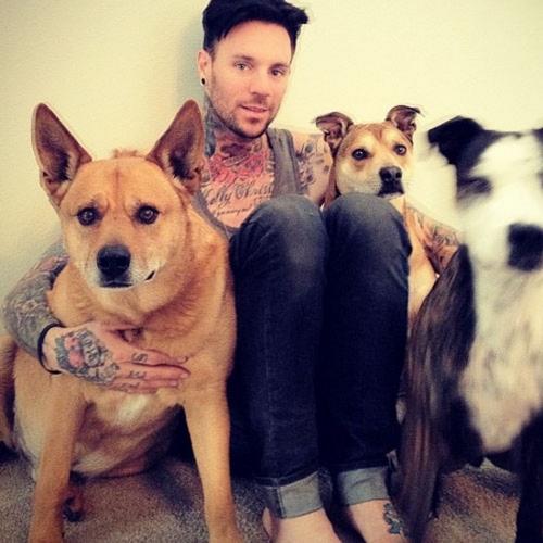 70 Fotos de homens tatuados e modificados (12)