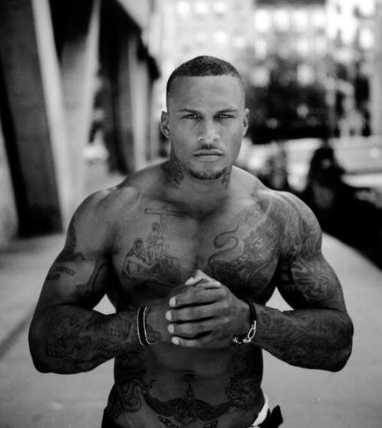 70 Fotos de homens tatuados e modificados (5)