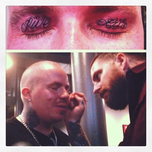Tatuagem nas palpebras (1)