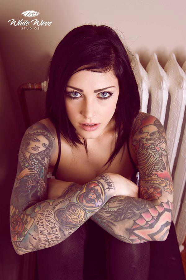 Garotas Tatuadas e Lindas (48)