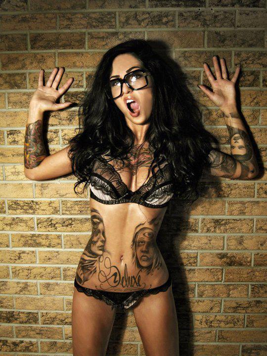 Garotas Tatuadas e Lindas (40)