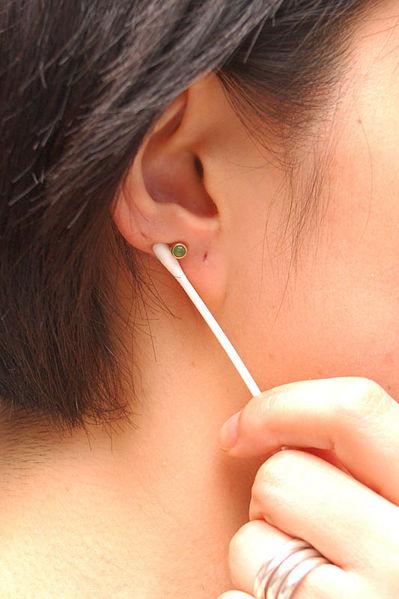 Como-cuidar-de-um-piercing-de-orelha