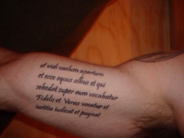 Exemplos-de-tatuagens-escritas-26