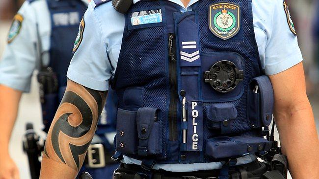 Foto-de-policial-tatuado