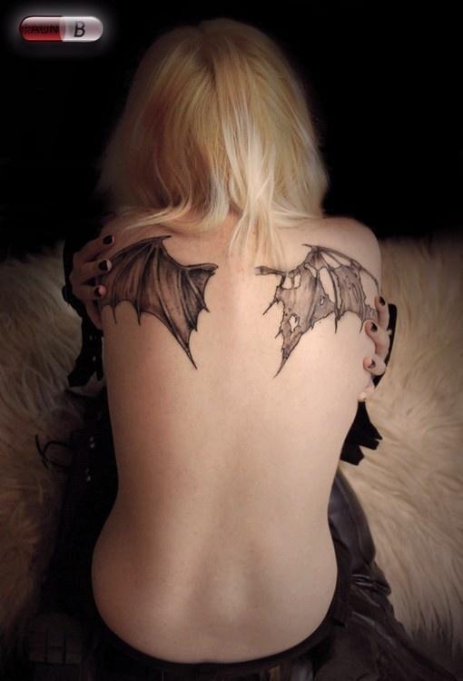 Fotos de tatuagens de asas 13