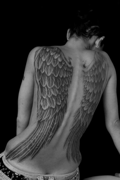 Fotos de tatuagens de asas 19