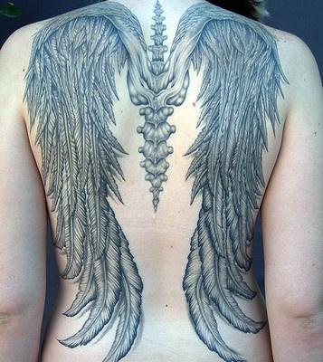 Fotos de tatuagens de asas 25