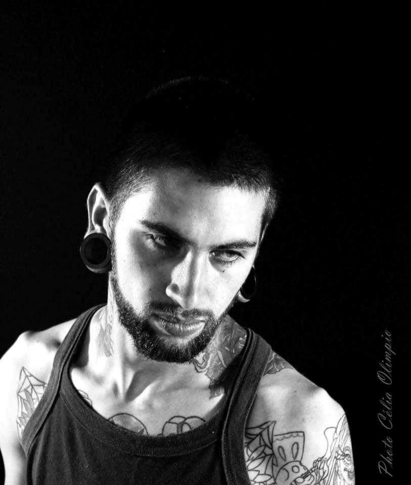 Homem Tatuado Luan dos Anjos 01