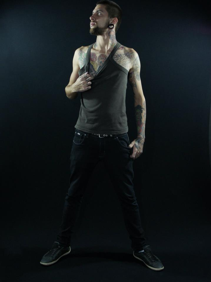 Homem Tatuado Luan dos Anjos 08