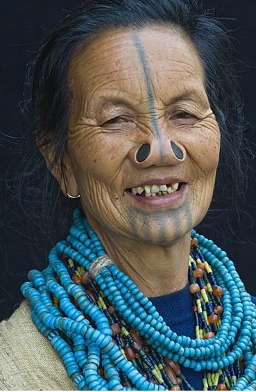 As mulheres da tribo Apatani 03