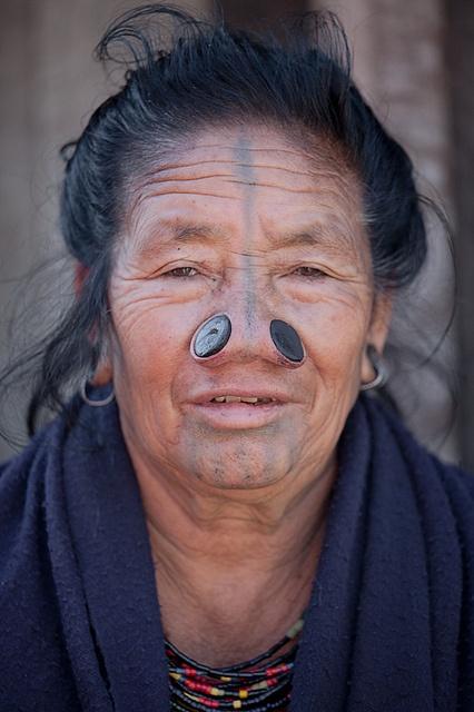 As mulheres da tribo Apatani 08