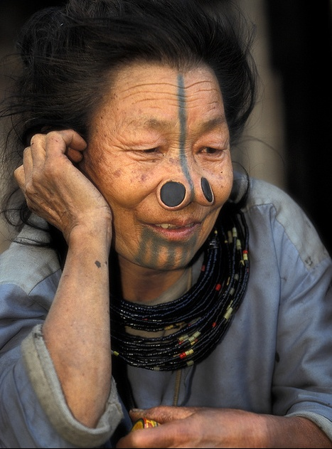 As mulheres da tribo Apatani 09