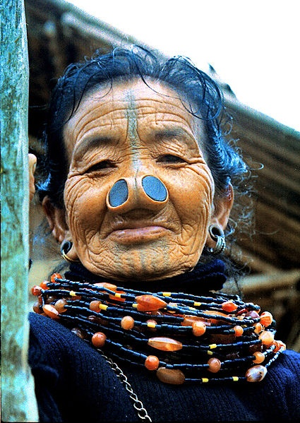 As mulheres da tribo Apatani 10