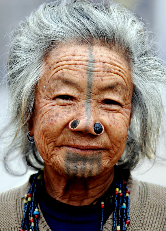 As mulheres da tribo Apatani 11