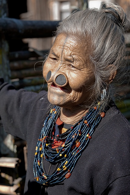 As mulheres da tribo Apatani 12