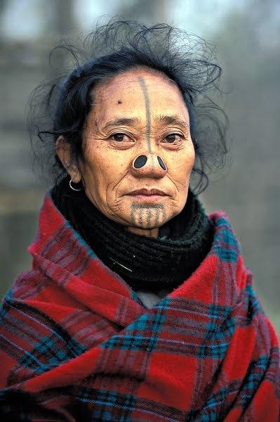 As mulheres da tribo Apatani 13