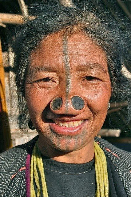 As mulheres da tribo Apatani 16