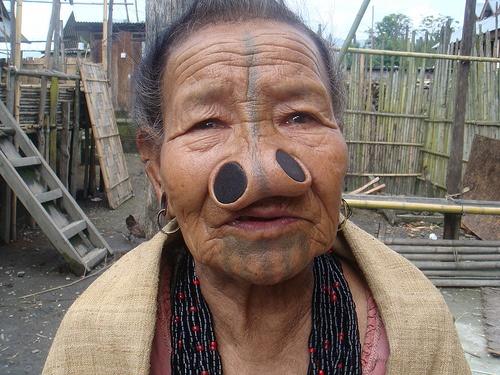 As mulheres da tribo Apatani 18