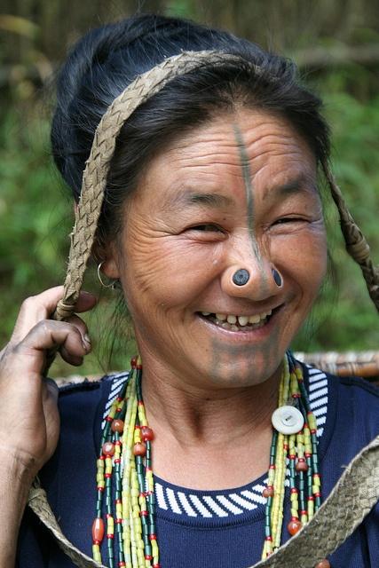 As mulheres da tribo Apatani 20