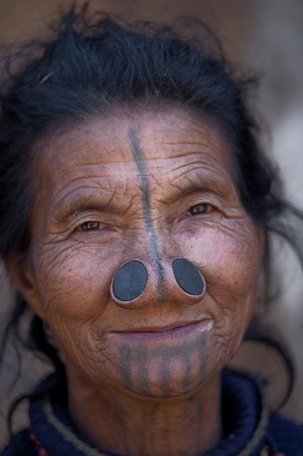 As mulheres da tribo Apatani 22