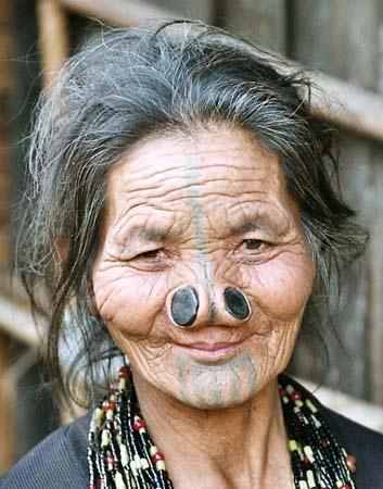 As mulheres da tribo Apatani 23