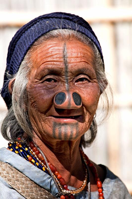 As mulheres da tribo Apatani 25