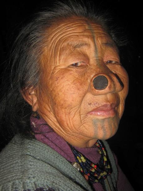 As mulheres da tribo Apatani 29