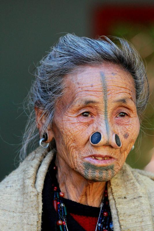As mulheres da tribo Apatani 30