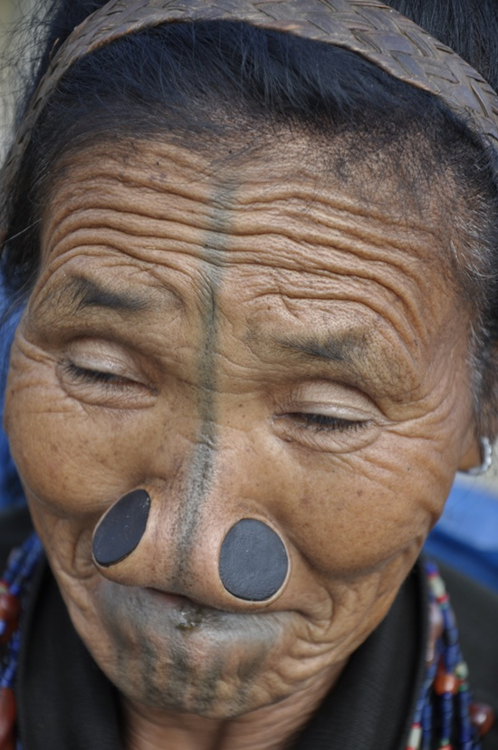 As mulheres da tribo Apatani 32