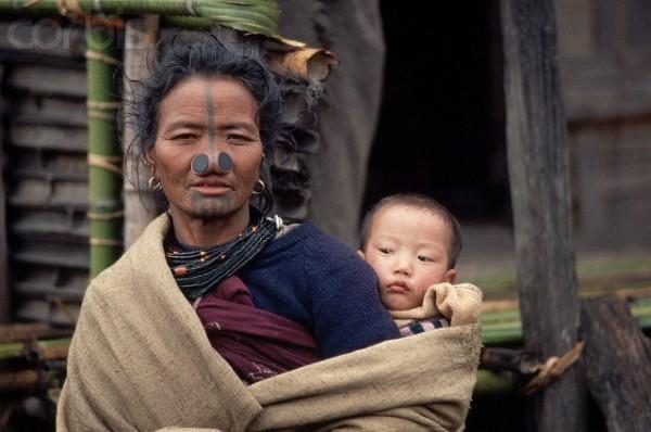 As mulheres da tribo Apatani 35