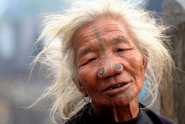 As mulheres da tribo Apatani 36