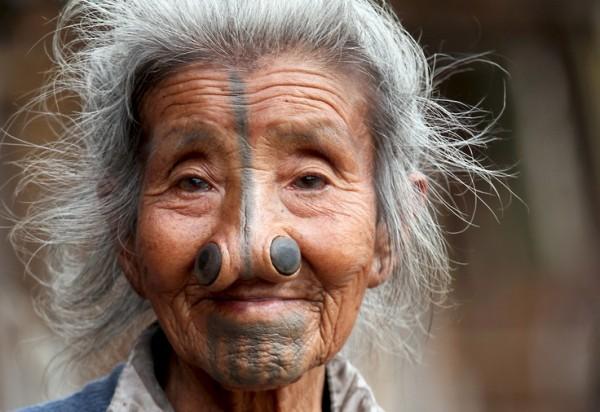 As mulheres da tribo Apatani 38