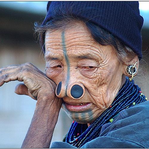 As mulheres da tribo Apatani 42