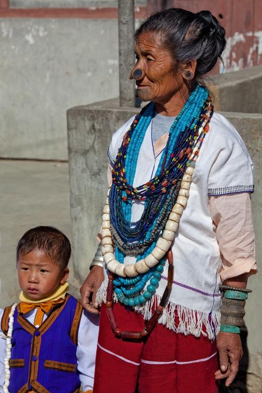 As mulheres da tribo Apatani 45