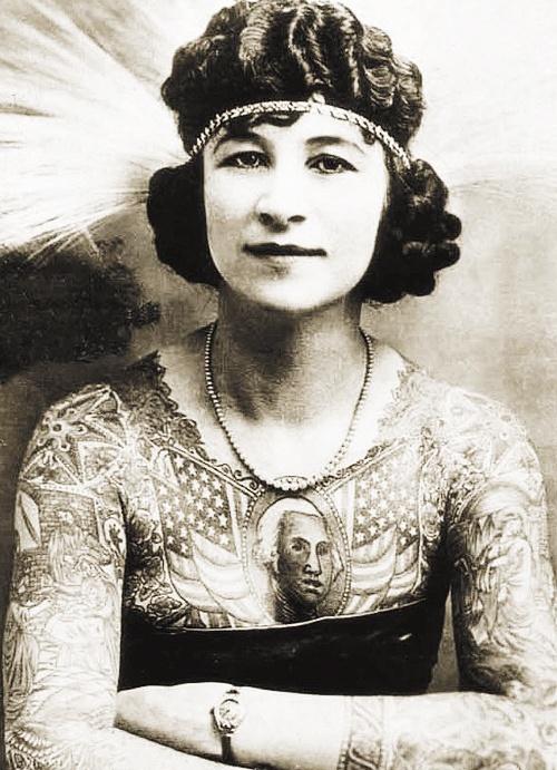 Damas tatuadas Artoria Gibbons 01