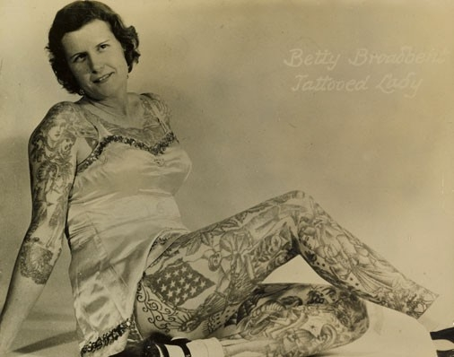 Damas tatuadas Betty Broadbent 16