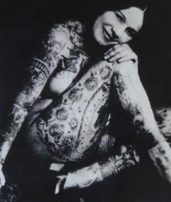 Damas tatuadas Lady Viola 04